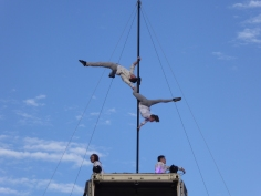 Spectacle Complètement cirque... ils sont à plus de 25 mètres de haut !