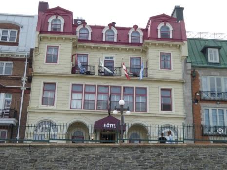 Notre hôtel face au fleuve St Laurent