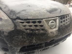 La voiture en croute de glace