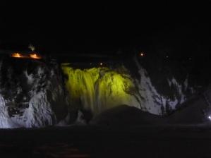 Les chutes de Montmorency de nuit