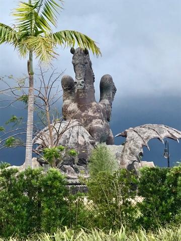 Statue de Pegase... immense