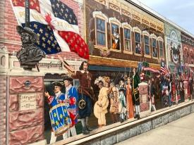 Fresque qui retrace l'histoire de la ville